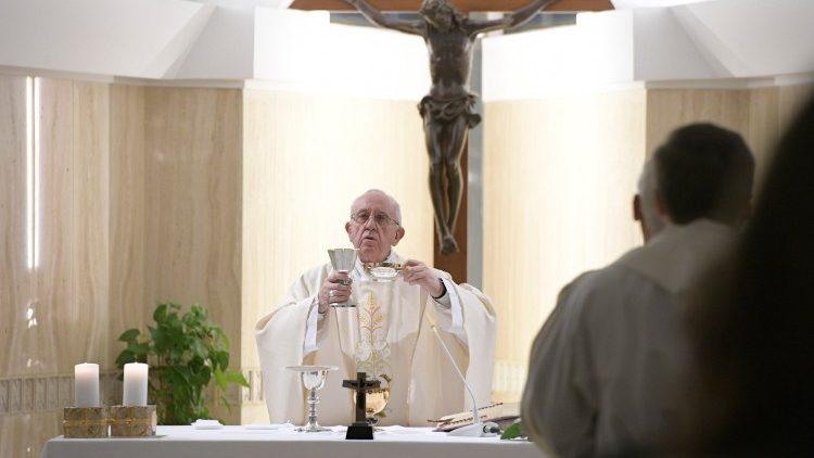 Papa na Capela da Casa Santa Marta