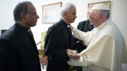 Papa Francisco e Padre Tom Uzhunnalil