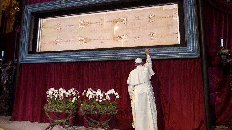 Pope Francis at the Turin Shroud in June 2015.