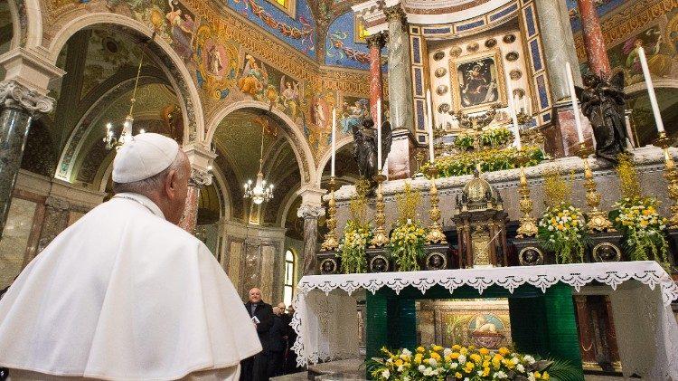 Papa Francesco al santuario della Madonna di Pompei nel 2015