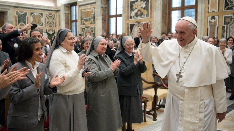 Papa Francisco com as Missionárias do Sagrado Coração de Jesus