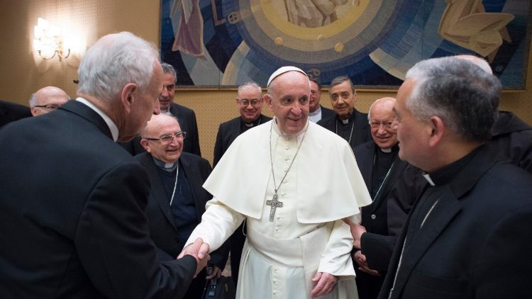 papa francisco obispos chile encuentro abusos menores entrevista mons. ramos