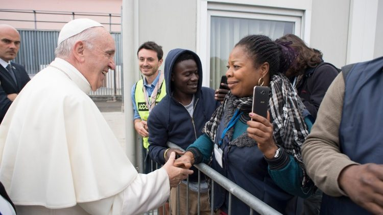 Pope Francis meets migrants