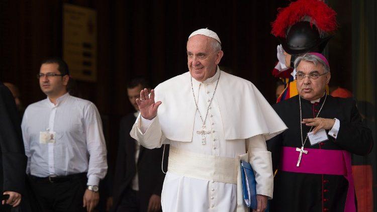 Le Pape François et Mgr Semeraro en 2015
