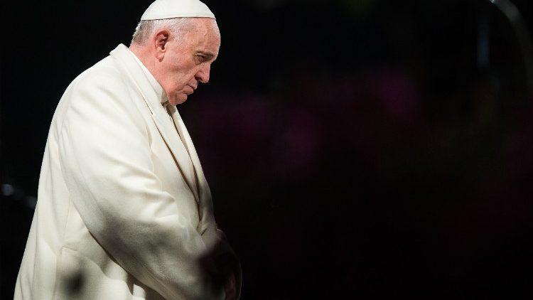 Papa Francisco Em Oracao
