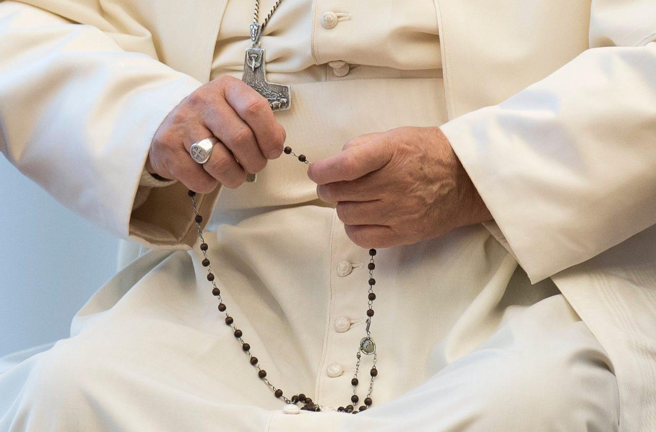 Il Papa: preghiamo il Rosario, Maria ci farà superare questa prova - Vatican News
