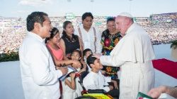 Pope meeting a family at Tuxtla Gutierrez, Mexico, on February 15, 2016.