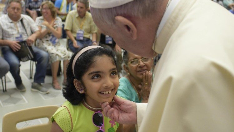 Pope Francis greeting young girl