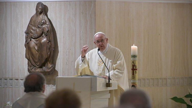 Papa: o testemunho cristão incomoda e não conhece 'meio-termo'