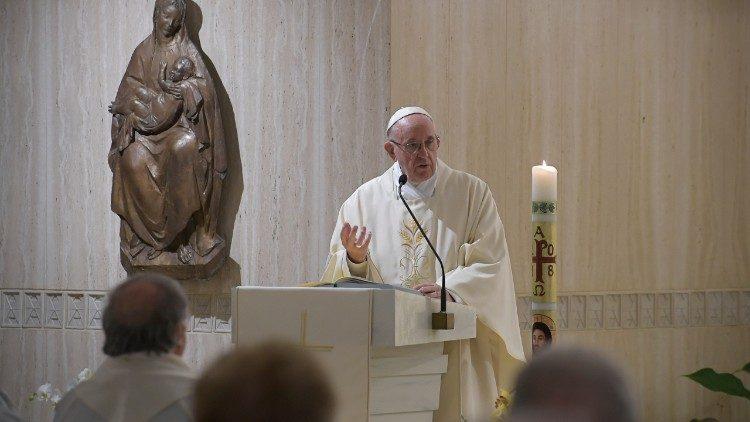 El Papa Francisco celebra la Misa en la Capilla de la Casa de Santa Marta
