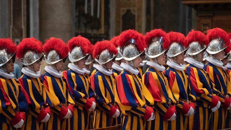 Archive photo of the swearing-in ceremony of new Swiss Guards
