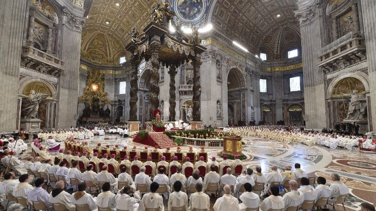 Messe Chrismale  Le Pape Appelle Les Pr U00eatres  U00e0 Cultiver Leur Proximit U00e9 Sacerdotale