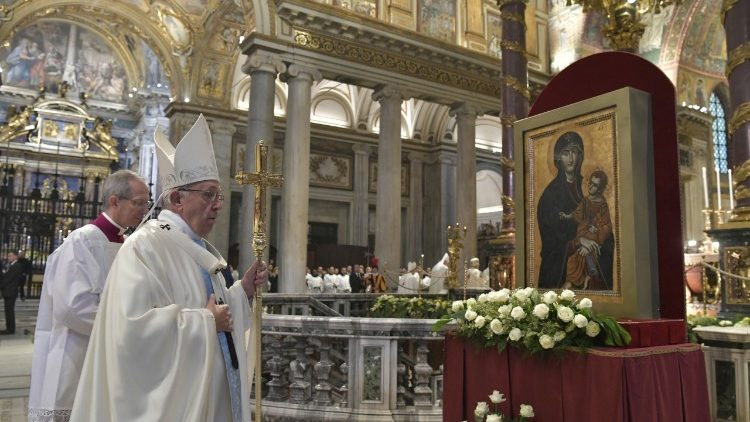 Pope Francis with an ancient icon of Mary in St. Mary Major
