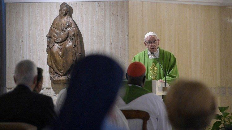 Misa matutina Papa Francesco Santa Marta cristiano sal luz otros