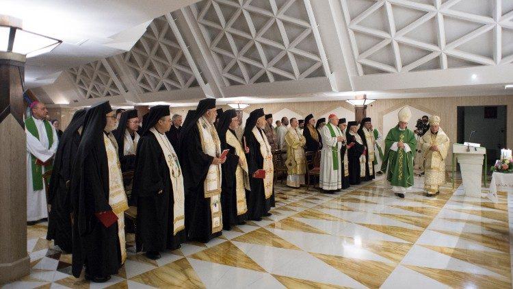 Patriarca Youssef concelebrou com o Papa a missa na capela da Casa Santa Marta