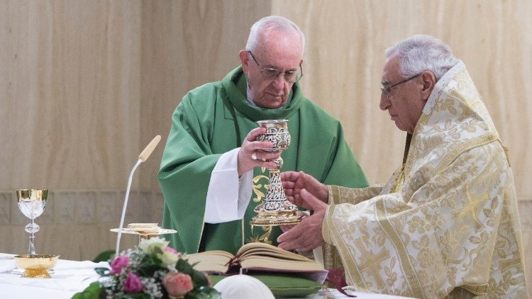 Pope Francis and Patriarch Youssef concelebrate Mass