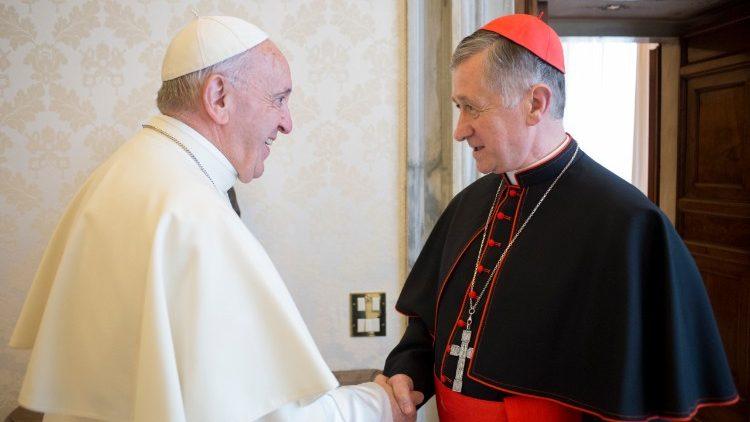 Papa Francisco en audiencia con el Cardenal Cupich.