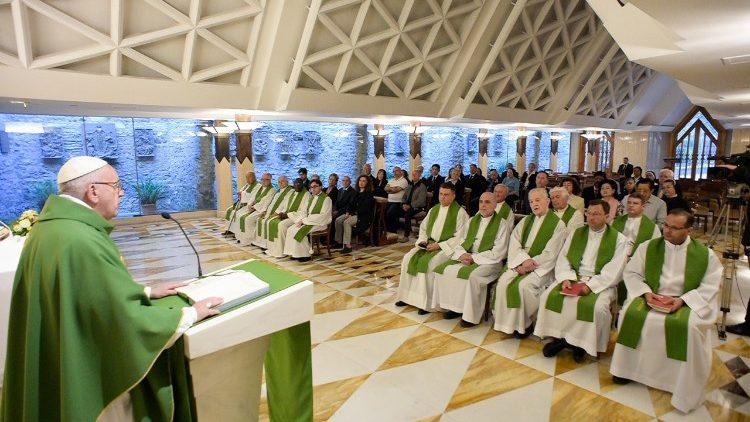 2018-06-15 Papa francesco celebra la messa a Santa Marta