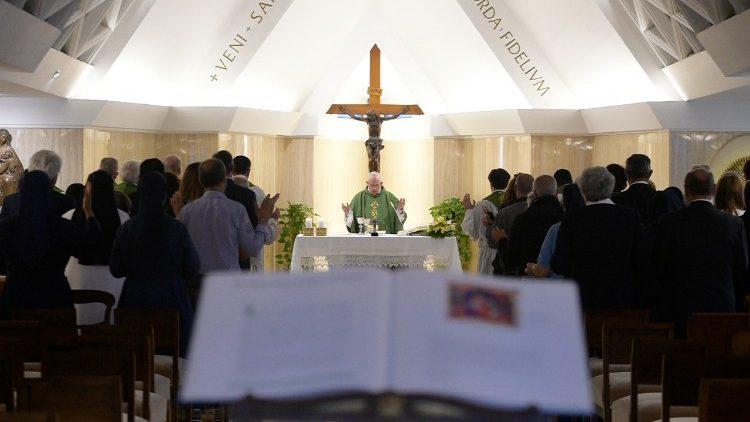 Papa Franjo slavi misu u Domu svete Marte (Vatikan, 15. lipnja 2018.)