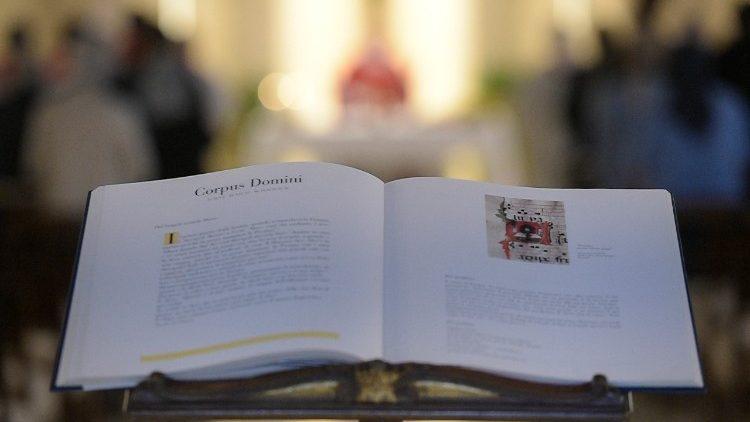 Papa Francisco preside la Misa en la Casa de Santa Marta.