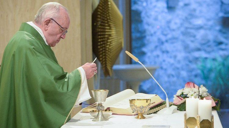 Papa celebra a missa na Casa Santa Marta
