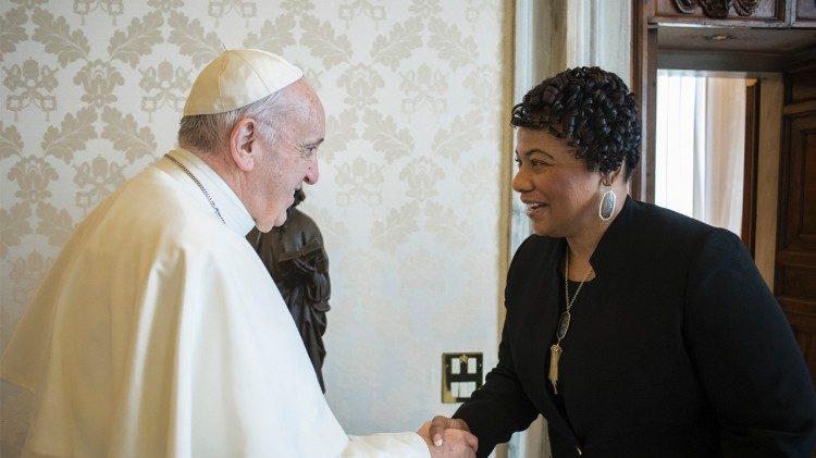 Papež Frančišek in Bernice Albertine King leta 2018