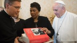 Pope Francis and Bernice Albertine King (centre), Martin Luther King Jr's daughter.