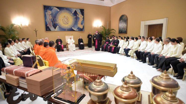 Le Pape a reçu au Vatican mercredi 16 mai des délégations de moines bouddhistes et de représentants des religions dharmiques.