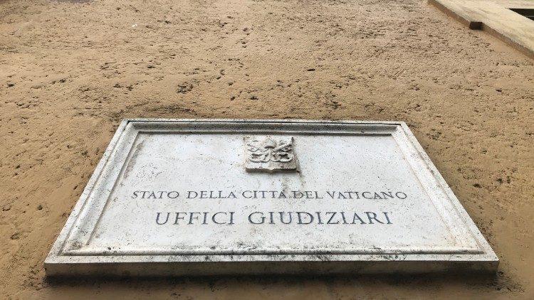 Entrada del Tribunal Vaticano.