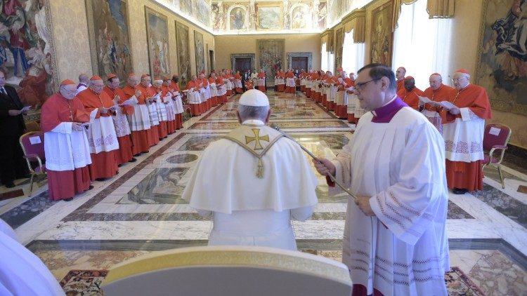 El Papa preside el Consistorio