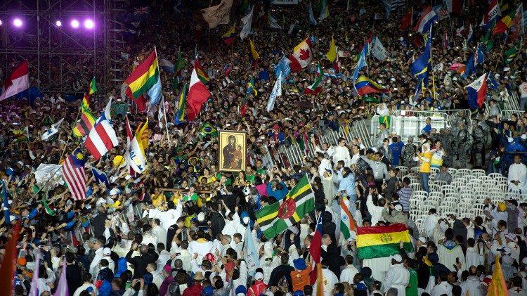I giovani attendono il Papa a Panama (foto di archivio) 88cca13cd4fc