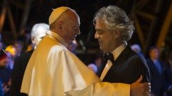 Andrea Bocelli with Pope Francis at the last World Meeting of Families, in Philadelphia in 2015