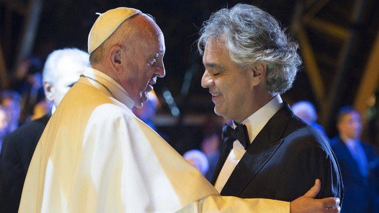 El Papa Francisco y Andrea Bocelli, USA 2015