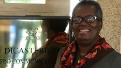"2018.10.09 Leslye Colvin - Africana-americana, cattolica dell'Alabama, membro della Rete ""Catholic Women Speak"" , alla Radio Vaticana"