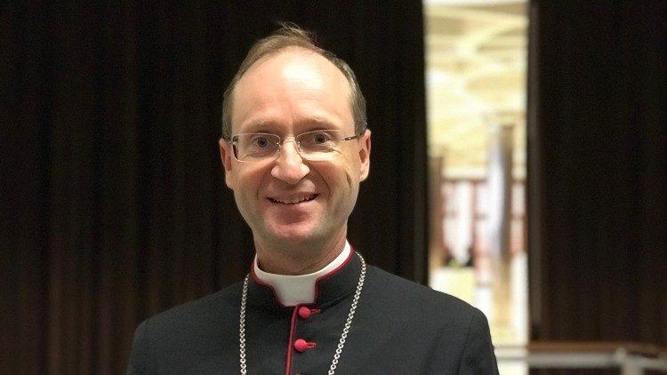 """Synode: Österreichs Jugendbischof schätzt den """"globalen Blick ..."""