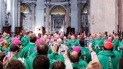 Synod Fathers gather around Pope Francis