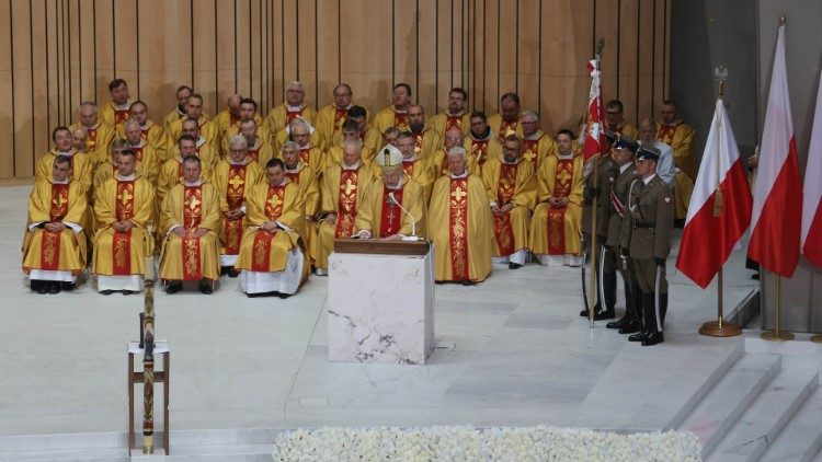 A Solemn Mass in Warsaw celebrates 100 years of national independence