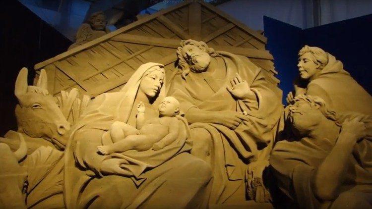 Bắt đầu thực hiện hang đá giáng sinh bằng cát tại Vatican