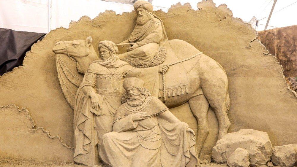 Risultati immagini per sand nativity vaticano