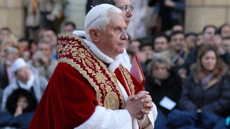 Papa Benedetto XVI a Piazza di Spagna per l'Immacolata