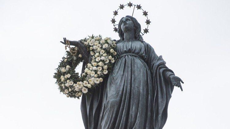 Imagem da Imaculada Conceição na Praça de Espanha