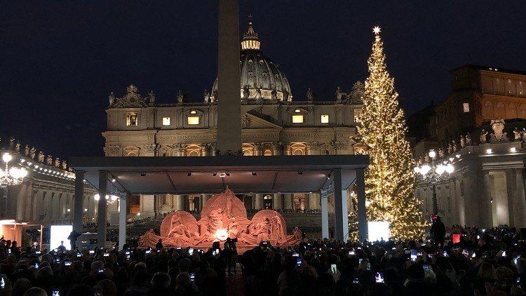 Albero Di Natale Roma 2020.Piazza San Pietro Albero E Presepe In Legno Dalle Zone Colpite Dai Nubifragi Vatican News