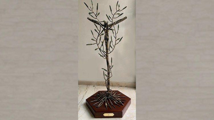 Cruz com ramos de oliveira. Presente do Papa Francisco aos jovens detentos no Panamá