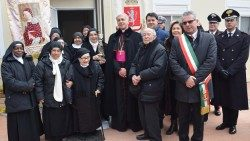 The Benedictine Sisters of Saint Anthony, with the Archbishop of Spoleto-Norcia and community leaders.