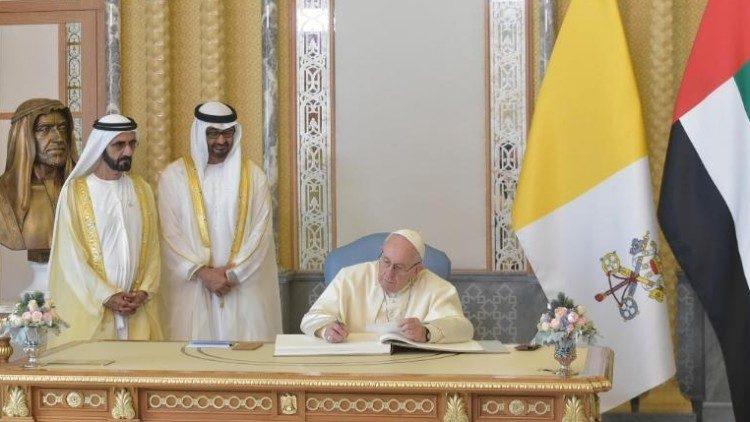 2019.02.04 2019.02.04  Papa Francesco  negli emirati Arabi -Abu Dhabi-Cerimonia di benvenuto  presso il Palazzo Presidenziale