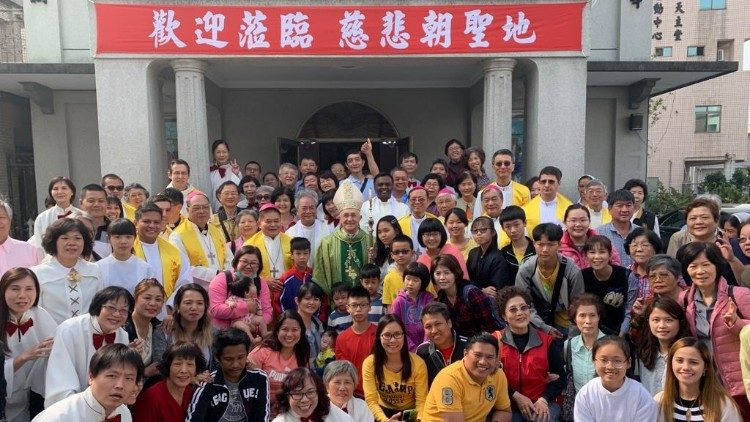 Card. Filoni among Catholics in Taiwan in March, 2019.