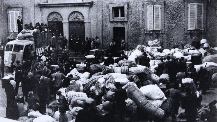 Ajuda aos deslocados durante o pontificado de Pio XII (Arquivo Santa Sé)