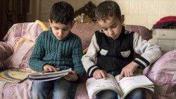 Siria, 8 anni di guerra. Cinque milioni di bimbi dipendono ancora dagli aiuti