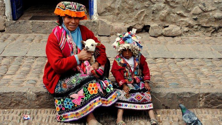 2019.03.18 Amazzonia, indigeni amazzonici, Perù, donna peruviana con bambina