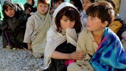 Guardare gli altri come fratelli e sorelle per salvare noi e il mondo